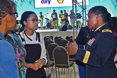 Soldier engages with high school students in Detroit